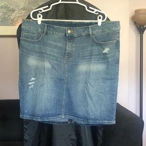 Old Navy Medium Wash Ripped Denim Jean Skirt 20
